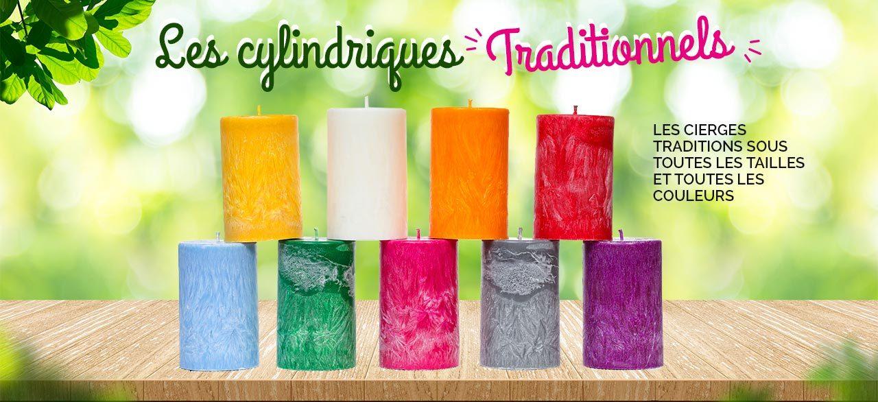 Des bougies cylindriques colorées
